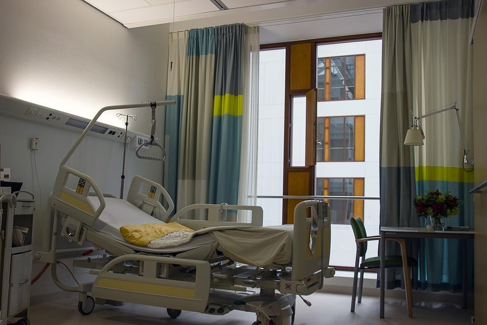 Materac przeciwodleżynowy a łóżko szpitalne